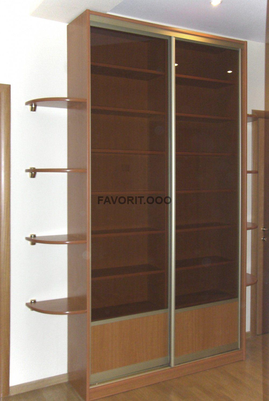 Книжный шкаф с дверями купе и стеклом бронза.