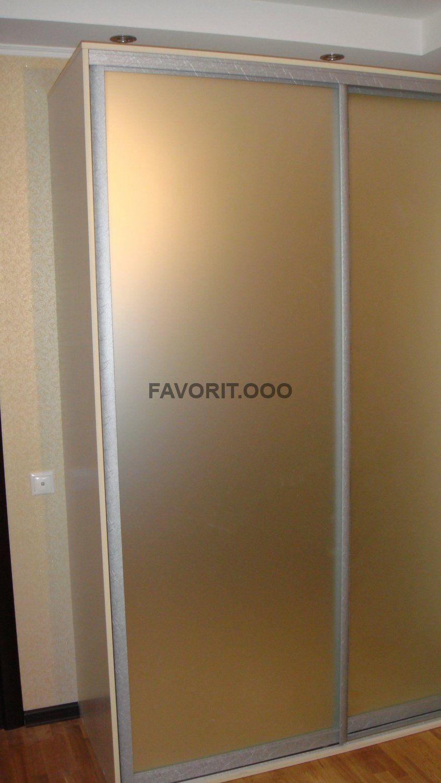 Шкаф купе 2-х дверный с фасадами из матового зеркала.